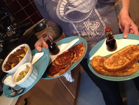 The Bluebird Cafe: Tennessee buttermilk pancakes, nachos, cinnamon french  toast :)