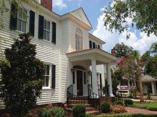 Carriage House Inn: 139 Laurens St. NW