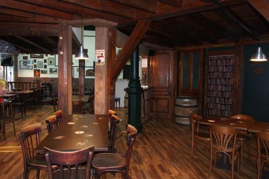 crossroads tavern saint etienne restaurant reviews phone number photos tripadvisor. Black Bedroom Furniture Sets. Home Design Ideas
