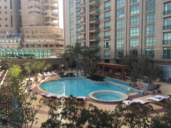 Four Seasons Hotel Cairo at Nile Plaza: Pool area