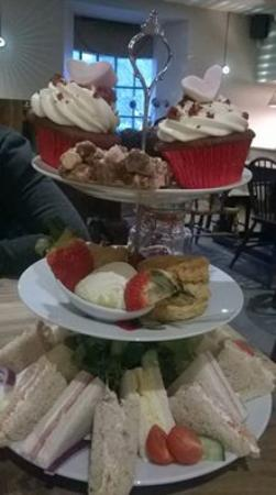 Frankies Wine Bar: Afternoon Tea