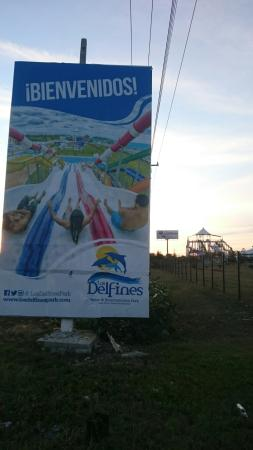 Los Delfines Water & Entertainment Park: At the road.