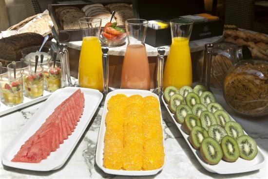 NH Urbano: Desayuno