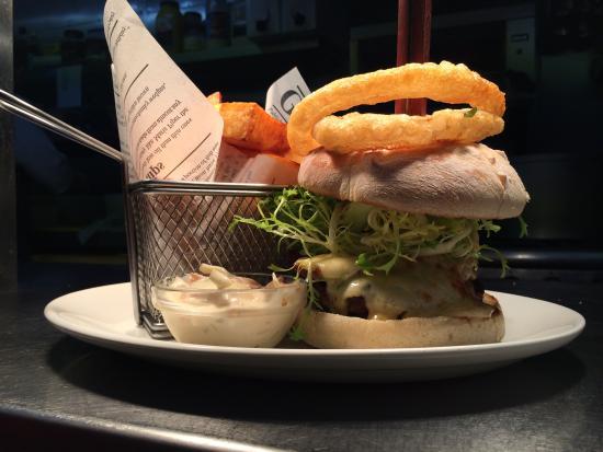 The White Horse Inn : Homemade Steak Burger