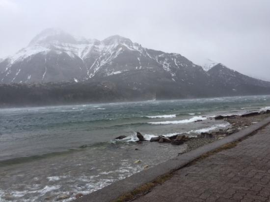 Waterton Glacier Suites: Windy on the Lake