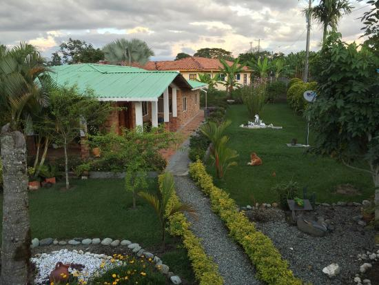 Vista a rea casa principal y sus jardines fotograf a de for Jardin principal location