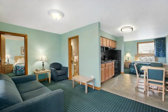 suite with 1 queen bed 2 double beds kitchen picture of days inn