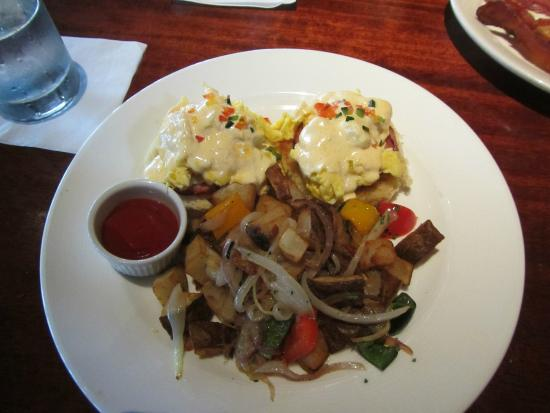 Brannan's Grill: Eggs Benedict with scrambled eggs so amazing