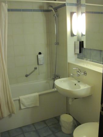 Campanile Amsterdam : Bathroom of Room #212 (10/Feb/15).