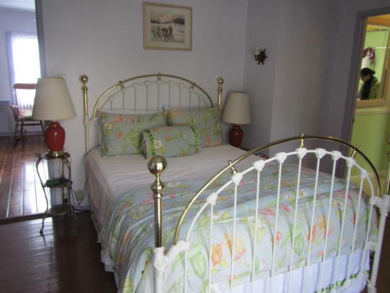 Chelsea Garden Inn: 1st bed