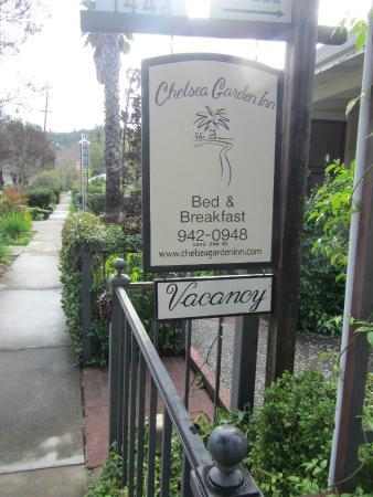Chelsea Garden Inn: Front Sign