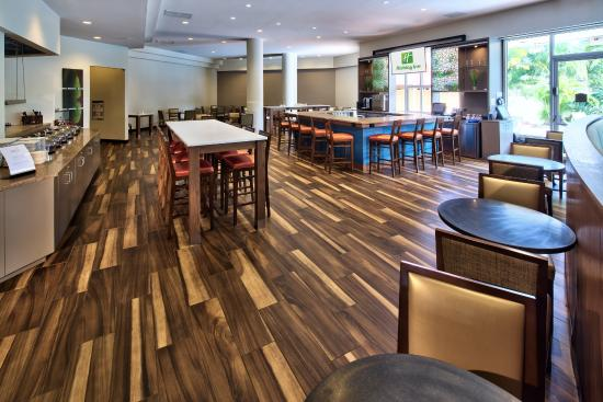 Holiday Inn Palm Beach-Airport Conference Center: The Spot eats and drinks