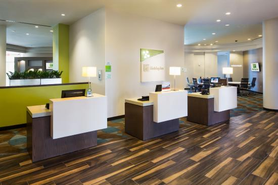Holiday Inn Palm Beach-Airport Conference Center: Front Desk