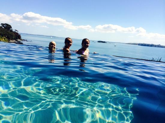 Hei Matau Lodge: The kids loved the horizon pool