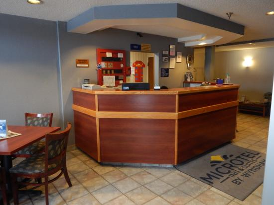 Motel 6 Calcium: front desk