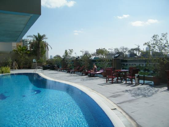 Tulip Creek Hotel Apartments : View of the pool