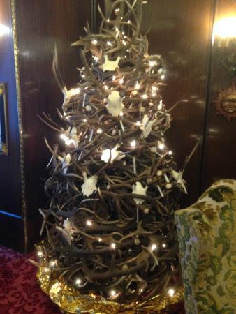 Hotel Weismayr: Antlers christmas tree