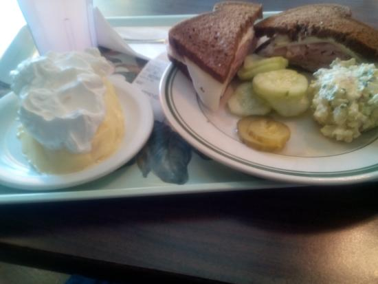 Backstreet Restaurant: ham sandwich, banana cream pie, potatoe salad