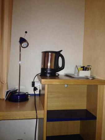 Holiday Inn Express Geneva Airport: Tea making facilities available