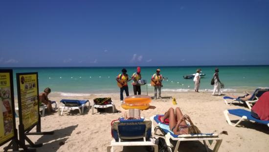 Bar-B-Barn: The beach