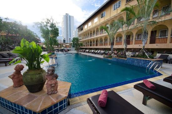 Sabai Wing: Garden pool