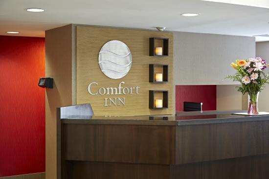 Comfort Inn Brossard: Our Front Desk