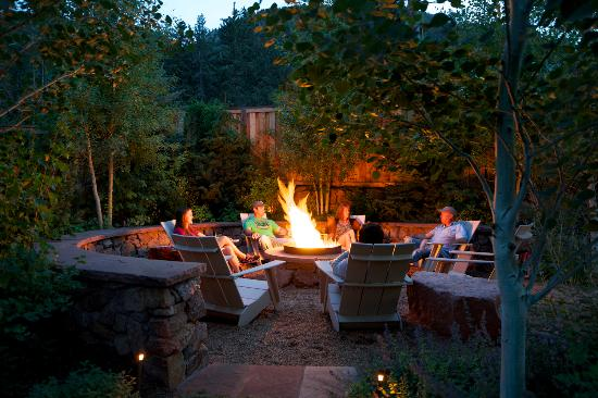 The Outlook Lodge: Outdoor fire cycle