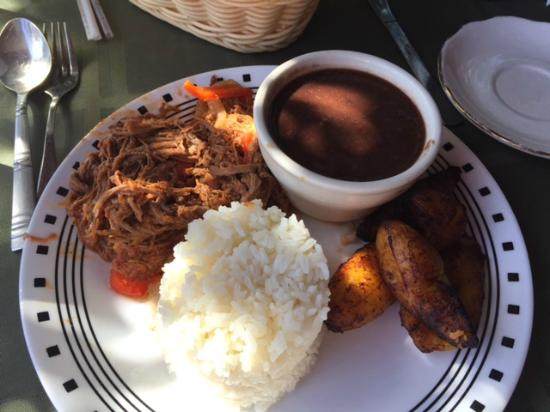 El Ambia Cubano: Beef and beans