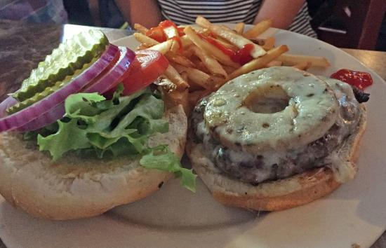 Frog and Monkey Restaurant & Pub : Nice Burger