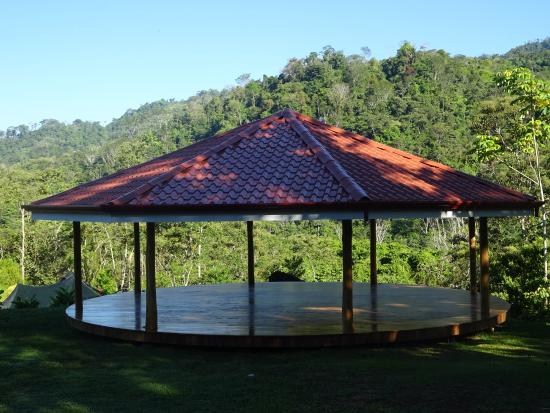 Manoas: Yoga deck on the hilltop overlooking the mountains and river below