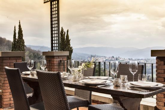 Renaissance Tuscany Il Ciocco Resort & Spa: Take in enchanting views of Tuscany from our Restaurant Patio