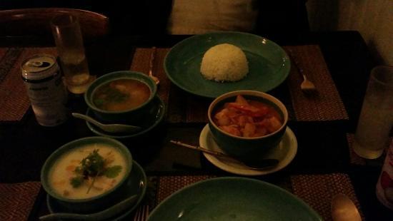 Siriporn Thai Restaurant : 2 soups & 1 main dish