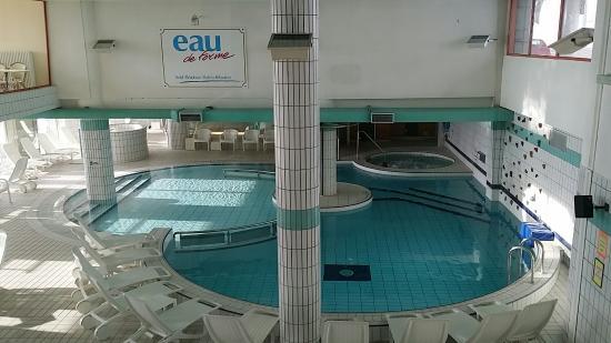 Le centre de baln oth rapie avec piscine jacuzzi hammam for Hotel mont dore avec piscine interieure