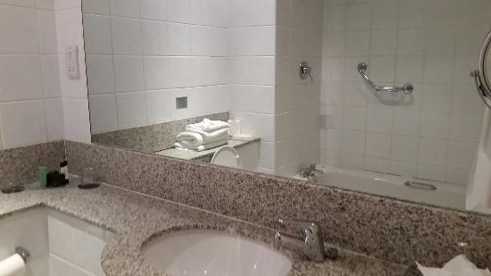Riverside Hotel Killarney : Bathroom in 228