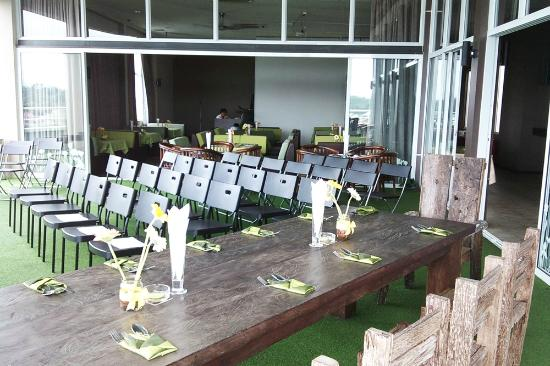 The LimeTree Hotel: LimeLight Rooftop Lounge