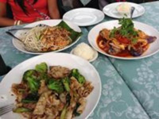 Courtside Thai Cuisine: Pad Thai, Pad See Ew and  MA KEA CHAO WANG