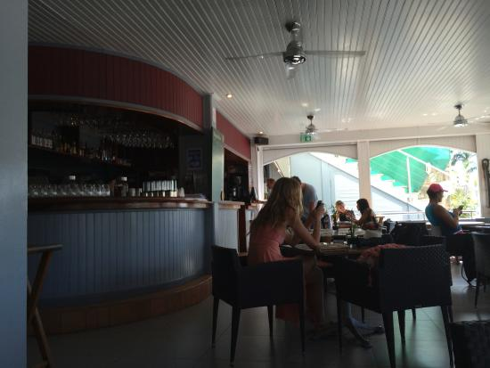 Le Repaire: European bar and cafe