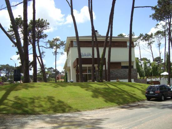 Fachada foto de awa boutique and design hotel punta del for Awa design boutique hotel punta del este