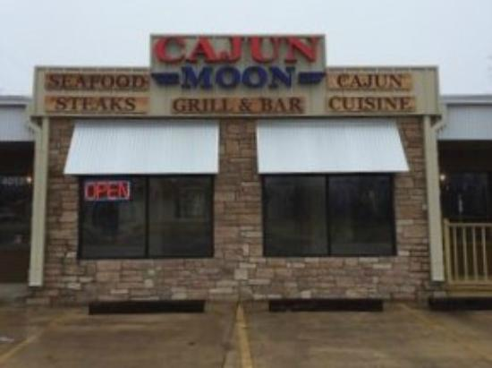 Cajun moon grill and bar paris restaurant reviews for Fish fry paris tx