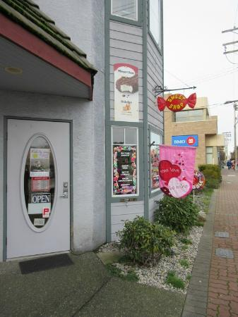 Lolly Gobble Sweet Shop: Entrance