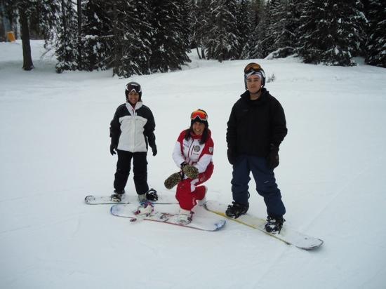 Scuola sci e snowboard Be Free Cortina: maestro Alessia (in centro)