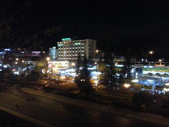 TTC Hotel Premium - Dalat: Hotel bei Nacht