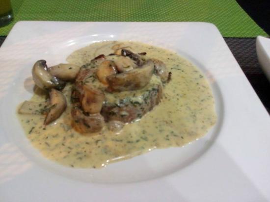 C-Vichito y Mas: Medallón de lomito con salsa blanca y hongos.