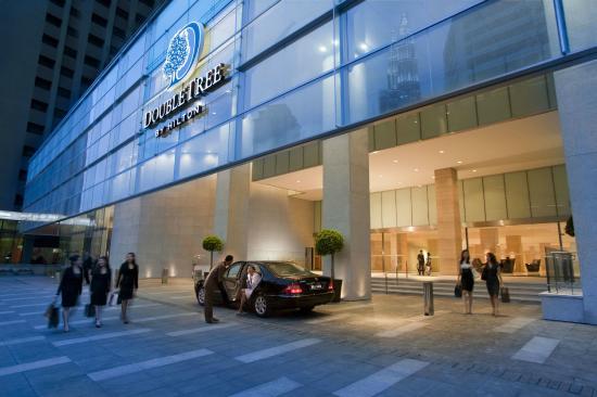 DoubleTree by Hilton Kuala Lumpur: Hotel Entrance