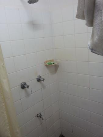 Travellers Beach Resort : not so great shower clean but old