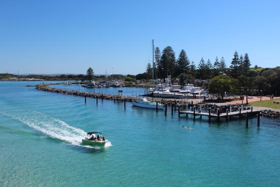 North Coast Holiday Parks Forster Beach: Marina on Wallis Lake in front of Holiday Park