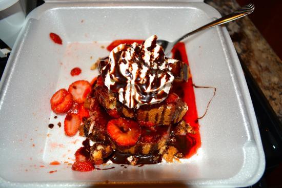 Gruene River Grill: Strawberry shortcake! Yum!