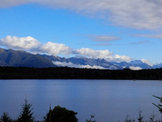 Dunluce Bed and Breakfast : The view from our room over Lake Te Anau