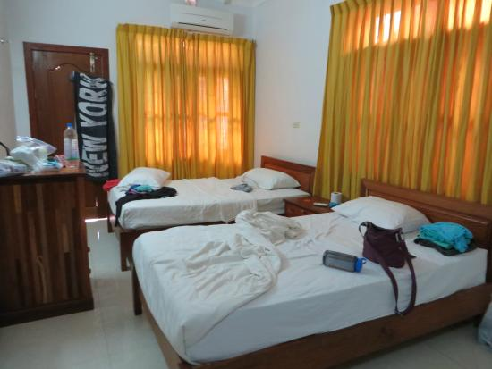 Siem Reap Rooms Guesthouse: our good-size room
