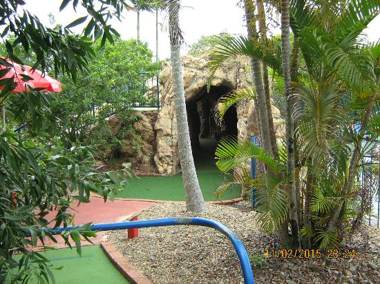 Even a Tunnel Hole - Picture of Top Shots Fun Park